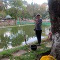 Chị đẹp vào hồ chơi lên cá to lun